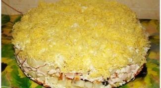 Как приготовить слоеный салат с курицей?
