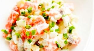 Салат с отварной семгой