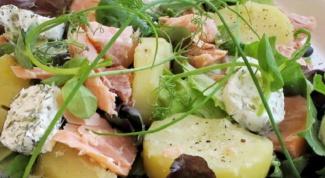 Салат из картофеля с копченым лососем