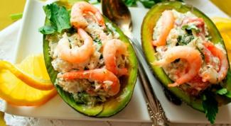 Французский салат с авокадо и семгой