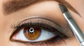 How to dye your eyebrows with henna