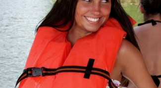 How to wear the life jacket
