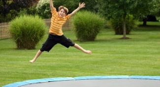 В чем опасность прыжков на батуте