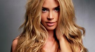 Как красиво уложить распущенные волосы