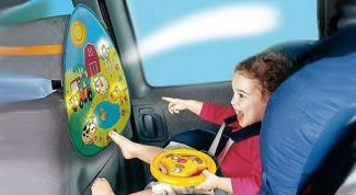 Путешествуем на автомобиле: чем развлечь ребенка в дороге?