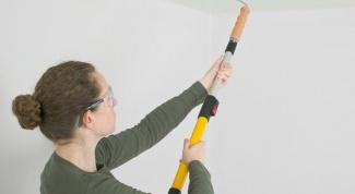 Как самостоятельно покрасить потолки