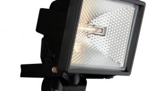 Как выбрать прожектор для освещения двора