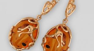 Золотые сережки с янтарем