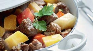 Говядина по-домашнему, запечённая с овощами