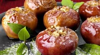 Печеные яблоки с орехами