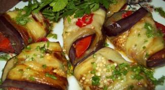 Рулеты из баклажанов с овощами