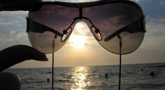 Как выбрать безопасные солнечные очки