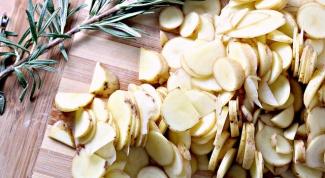 Кухня Неаполя: пицца с картофелем и розмарином