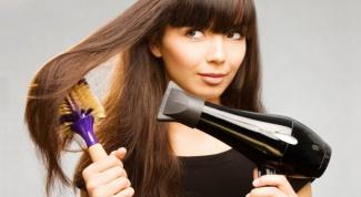 Как полезнее сушить волосы: феном или естественным путем