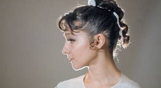 What is the cause of death of the ballerina Ekaterina Maximova?