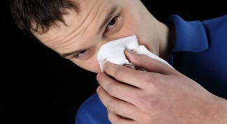 How to get rid of the irritation under the nose during colds
