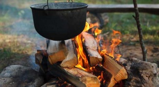 Tourist menu: what to cook in a pot