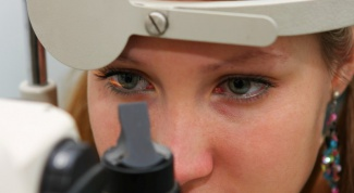Что делать с темными пятнами на белках глаз