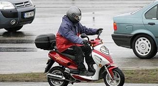 Нужны ли права водителю скутера