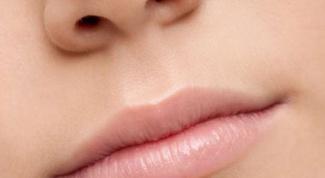 Почему по утрам на губах появляется налёт
