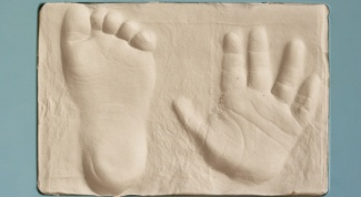 How to make casts of hands and feet children with their hands