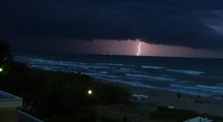 Как сфотографировать молнию в темное время суток