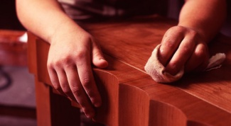 How to re-varnish the furniture