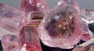 Как называется розовый камень