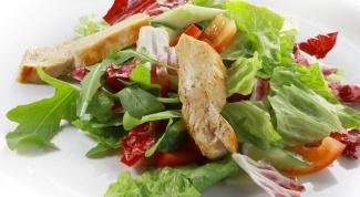 Теплый салат с грудинкой