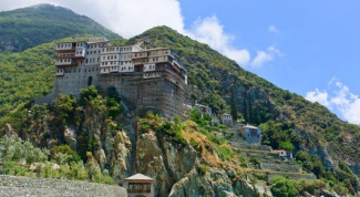 Где находится и чем знаменита гора Афон