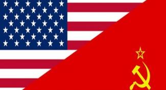 С именами каких деятелей связывают начало «холодной войны»?