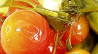 В какой салат лучше добавить соленые помидоры