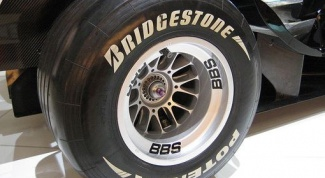 Which produces tire Bridgestone