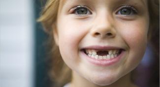 В каком возрасте выпадают молочные зубы