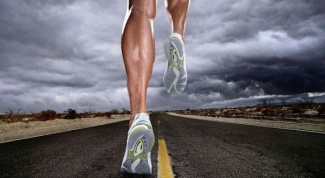 What indicates pain in the feet when running