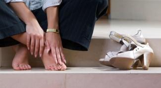 Почему болят ступни ног