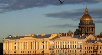 Where is better to live in Moscow or in St. Petersburg