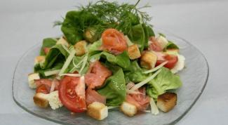 Летний салат с рыбой и моцареллой