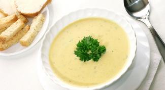 Как приготовить сырный суп-пюре с гренками