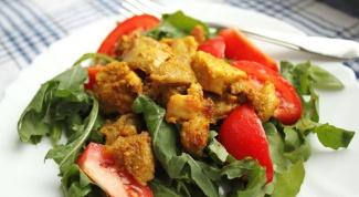 Горячий овощной салат с курицей карри