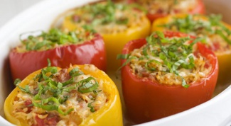 How to cook stuffed peppers with mince and rice