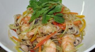 Готовим салат из морепродуктов с рисовой лапшой