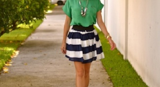 How and what to wear with striped skirts