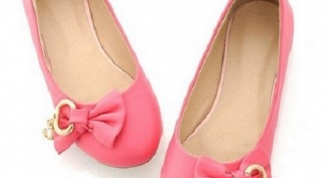 Как и с чем носить розовые балетки