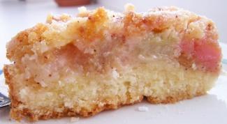 Нежный пирог с ревенем