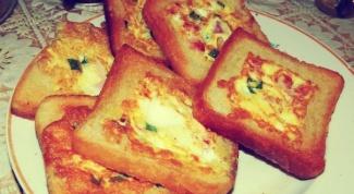Quick Breakfast: eggs in toast