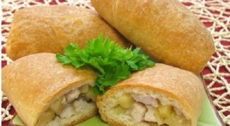Как приготовить слоеные пирожки с курицей и картофелем