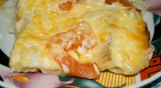 Как приготовить запеченную красную рыбу с  сыром, рисом и овощами?