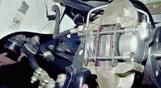 Как поменять передние тормозные колодки