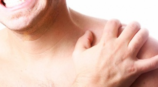Indicates pain under the right clavicle